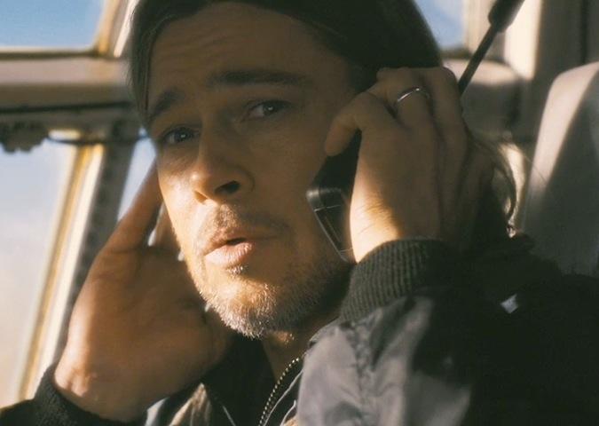 โทรศัพท์ดาวเทียมในภาพยนตร์เรื่อง World War Z (ภาพจากภาพยนตร์ และเฟซบุ๊ค My Iridium)